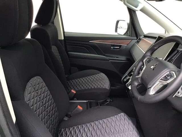 P クリーンディーゼル車 運転席パワーシート 助手席側電動サイドステップ 禁煙車 7人乗りウォークスルー(9枚目)
