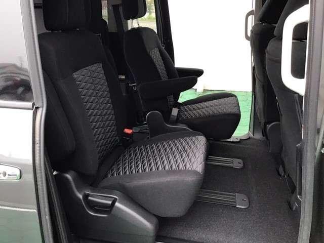P クリーンディーゼル車 運転席パワーシート 助手席側電動サイドステップ 禁煙車 7人乗りウォークスルー(11枚目)
