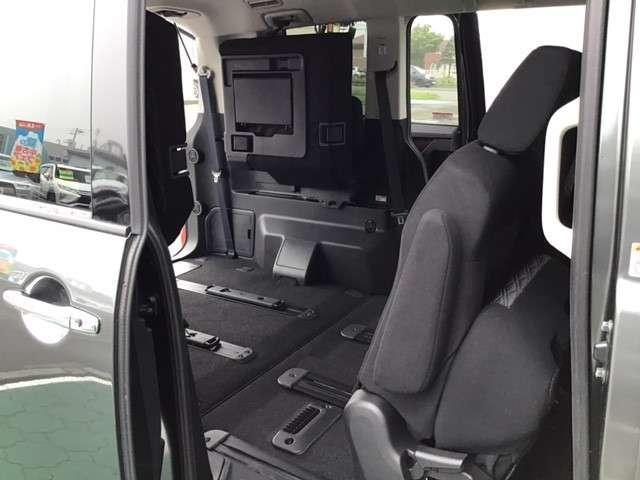 P クリーンディーゼル車 運転席パワーシート 助手席側電動サイドステップ 禁煙車 7人乗りウォークスルー(12枚目)