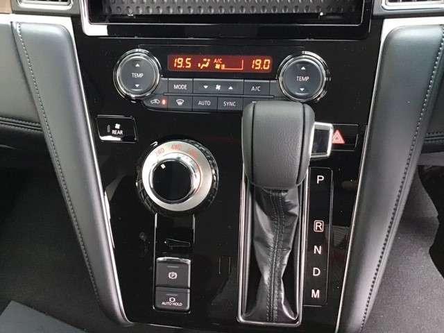 P クリーンディーゼル車 運転席パワーシート 助手席側電動サイドステップ 禁煙車 7人乗りウォークスルー(24枚目)