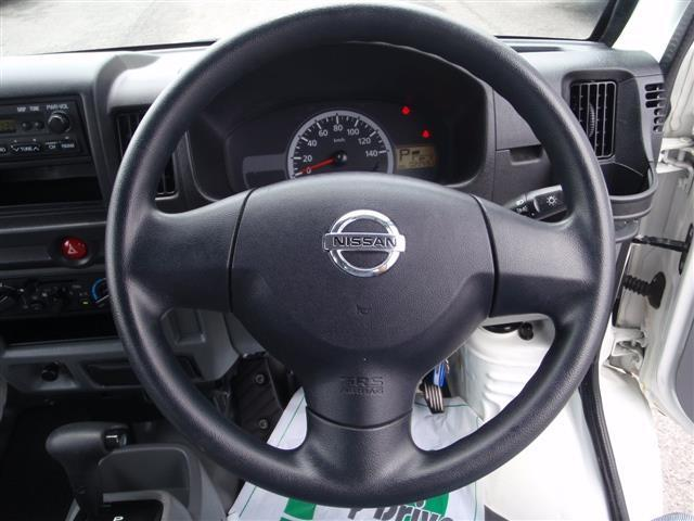 日産 NV100クリッパーバン DX 4WD