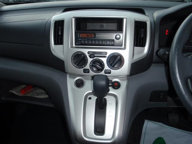 日産 NV200バネットワゴン チェアキャブ 6人