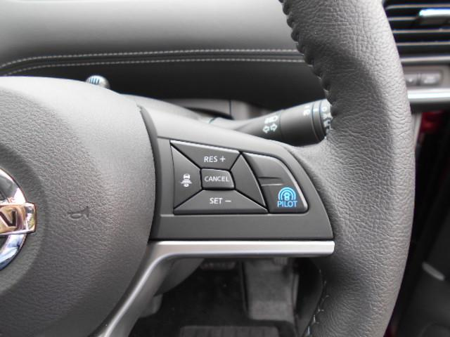 ★アダプティブクルーズコントロール★ステアリングのACCスイッチを押せば先行車との距離をミリ波レーダーで測定し、車間距離を保ちながら自動的に加速・減速します!車間距離は3段階(短・中・長)で設定が可能