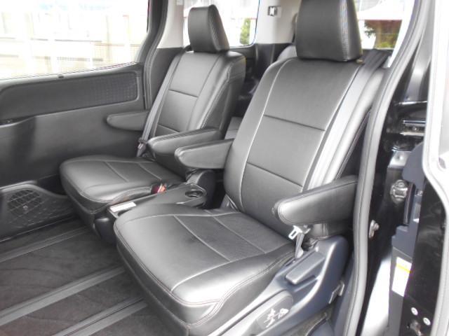 ★セカンドシートをシートレール一番後ろまで移動するとかなり広い空間になります。足伸ばして余裕でくつろげます。