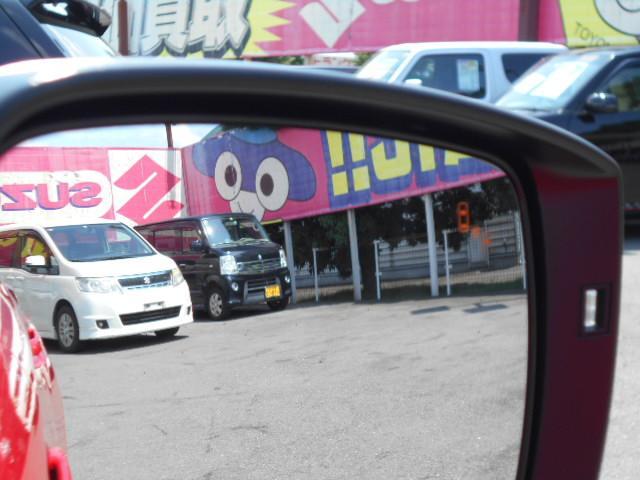当店ではお車の下回りもチェック!気になる錆や腐食など程度の良いものだけを展示しております!安心してお買い求め下さい。