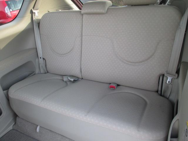 後部座席も当然、綺麗・清潔に仕上げております。内装の綺麗なお車は気持ちが良いですし、コンディションの良い車が多いです☆