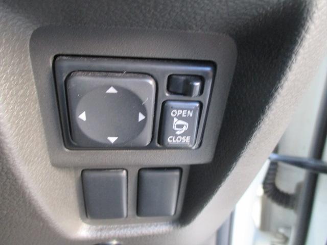ボタン一つで、ミラーの開閉が出来る〜電動格納式ドアミラー付き!すれ違いの時や、パーキングの時にこすりにくくなりますよ☆
