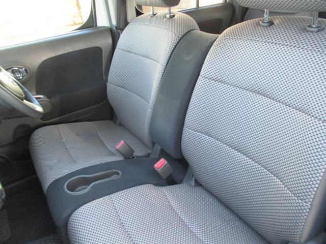 ベンチシート!!運転席・助手席の行き来もしやすく、駐車時に役立ちます!また、開放感もいいですね☆