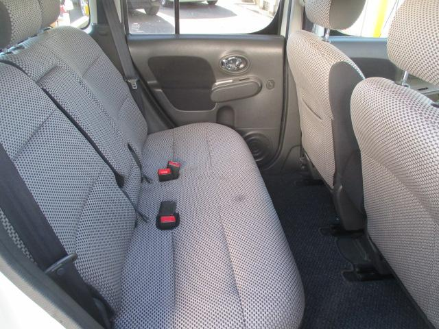 後部座席も当然、綺麗・清潔に仕上げております。内装の綺麗なお車は気持ちが良いですし、コンディションの良い車が多いです♪