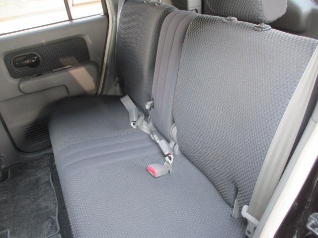 後部座席も当然、綺麗・清潔に仕上げております。内装の綺麗なお車は気持ちが良いですし、コンディションの良い車が多いです!