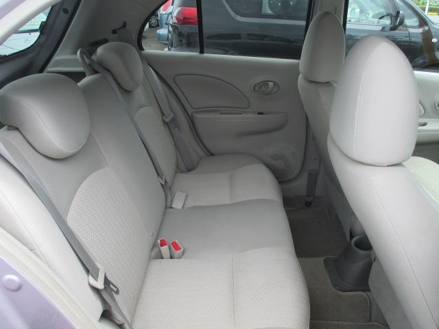 後部座席も当然、綺麗・清潔に仕上げております。内装の綺麗なお車は気持ちが良いですし、コンディションの良い車が多いです。