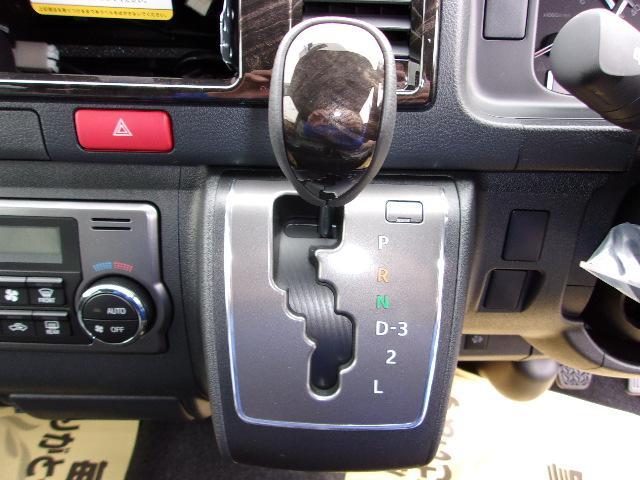 トヨタ ハイエースバン スーパーGL ダークプライム 未使用車 ディーゼル LED