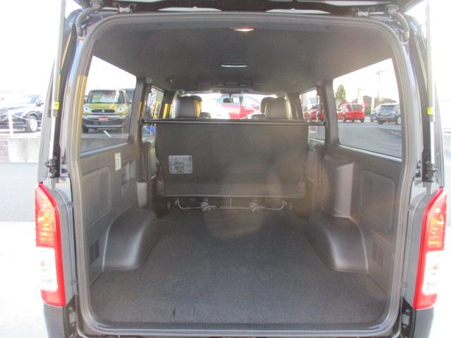 室内も広いですが、トランクも十分な広さを確保しております!車は人が乗れるだけでは役には立ちません!荷物もしっかり積めないとね!