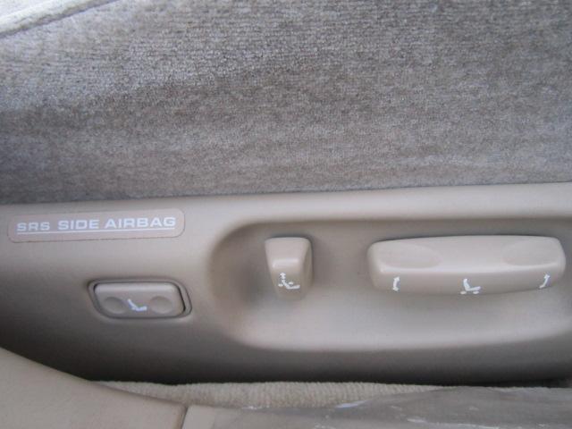 高級車の標準装備パワーシート付き!