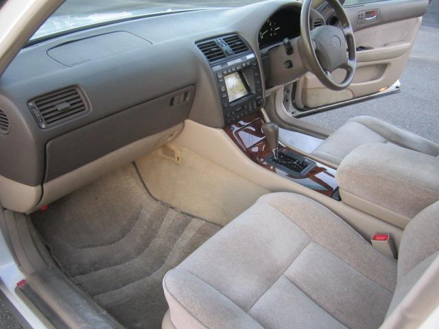 助手席側シートはより使用感も少なく。