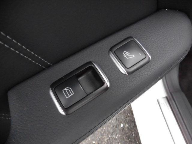 E300 アバンギャルド 黒革レーダーセーフティHDDナビTVバックカメラ(68枚目)