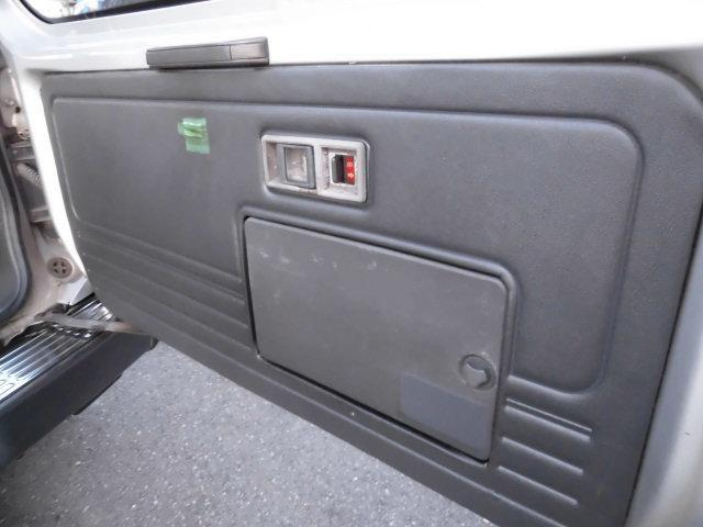 XE メタルトップ2.5ディーゼルターボ5速マニュアル4WD 4ナンバー(40枚目)