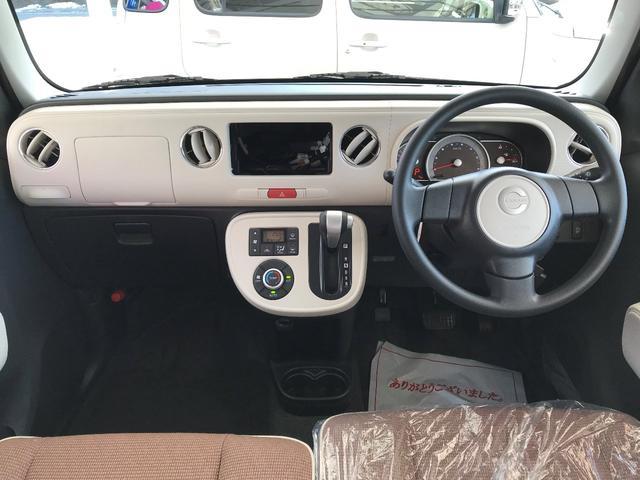 軽自動車とは思えない質感の高いインテリアです。長く乗っても飽きのこないデザインのインパネです。窓も大きいので解放感あふれる車内ですね。