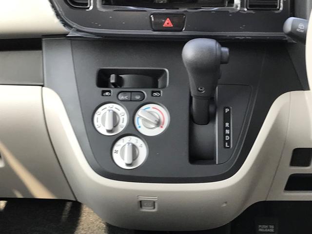 ダイヤル操作のマニュアルエアコンです。エアコン&ヒーター機能です。手動調整式ですので、お客様の好みの風量や温度調整が出来て便利です。操作性もシンプルで使いやすいですよ。