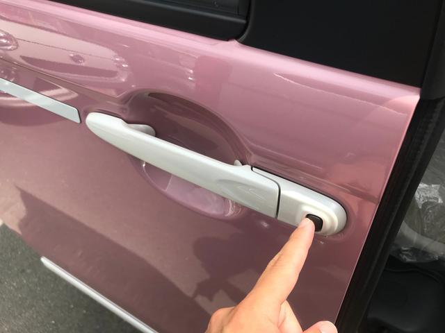 【両側ワンタッチスライドドア】ノブに付属しているボタンを押すだけでスライドドアの開閉が行えます♪