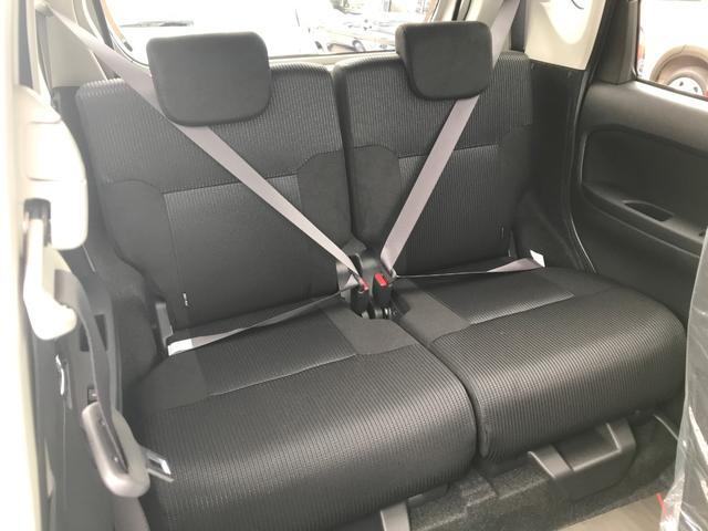 軽自動車の後ろとは思えないくらい広々なリアシートです。シートスライド機能で、座るスぺースを広くしたり、トランクルームを広くしたり調節も簡単です。今の軽自動車は後席の人も快適に過ごせますよ♪