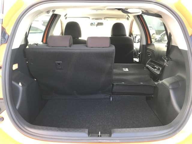 前席は足元も広く座り心地の良い、しっかりとした作りのシートになっています。リラックスして運転に集中できます。
