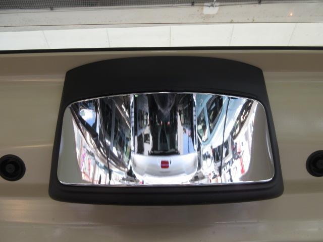 ルームミラーからリヤガラス上部に付いているミラーを合わせ鏡で見ることにより後方が確認できる「後方視界支援ミラー」