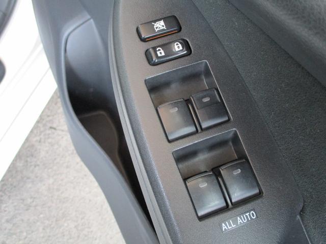 スイッチ1つですべての窓が自動で全閉、全開できるオートモードパワーウインドウ搭載!