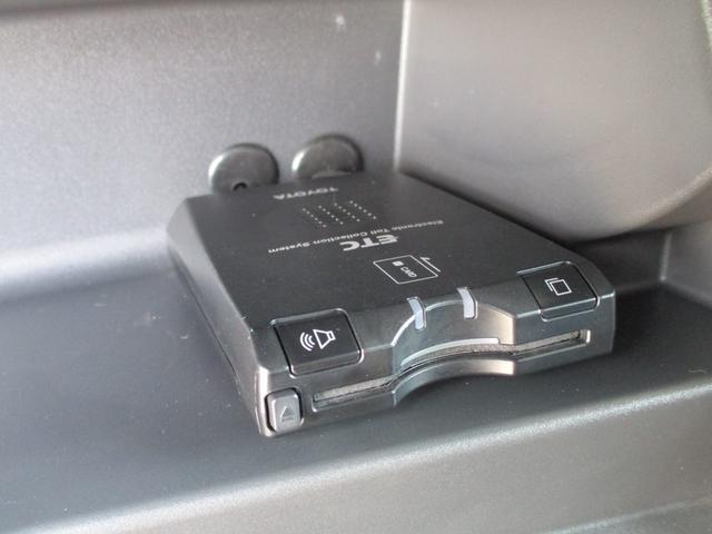 純正ETC付き!高速道路の出入り口も渋滞しらず!各種割引制度も有り!ボックス内に収納されていて車内がスッキリ!