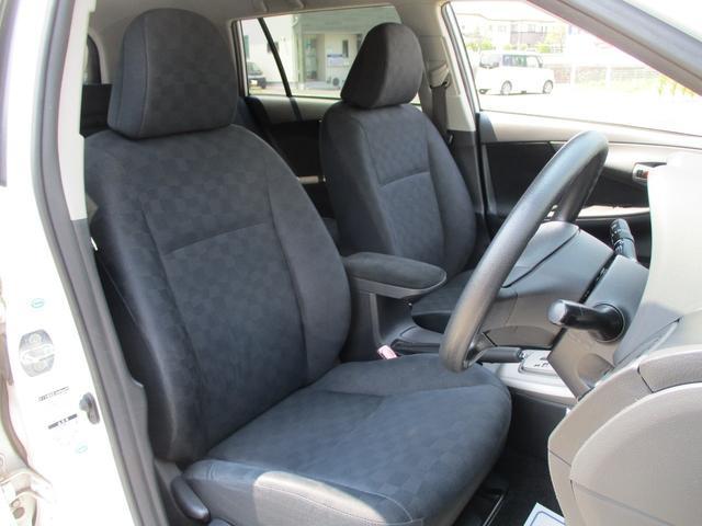 汚れが目立ちにくい黒を基調とした肌触りの良いシート地!程よい硬さで乗りやすく長距離ドライブも疲れにくい設計です♪♪