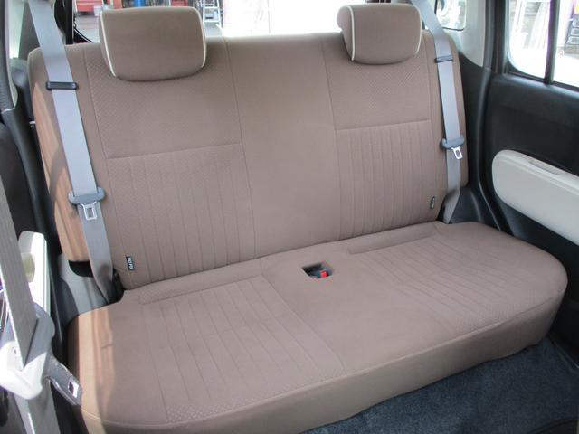 コンパクトでありながら狭さを感じさせない後席!4人乗ってのドライブも楽しくなる事間違いありません♪♪