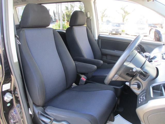 肌触りの良いシート地!程よい硬さで乗りやすく長距離ドライブも疲れにくい設計です♪♪