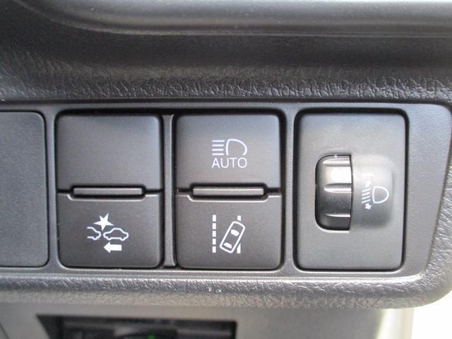 衝突軽減ブレーキシステムや車線逸脱防止機能、夜間の前方の状況に応じて自動でヘッドライト調整をしてくれるオートハイビームなど安全運転支援装置付き!