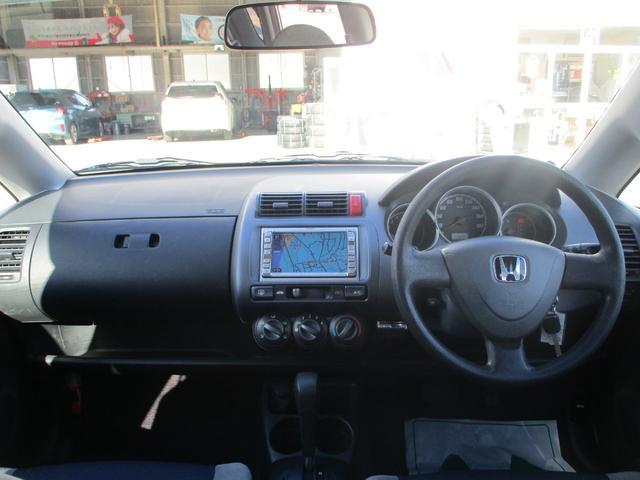 車内の空間を最大限に生かしゆっくりと過ごせる様に燃料タンクを前側の座席下部に設置!室内の空間を少しでも広くする技術が隠されています♪♪