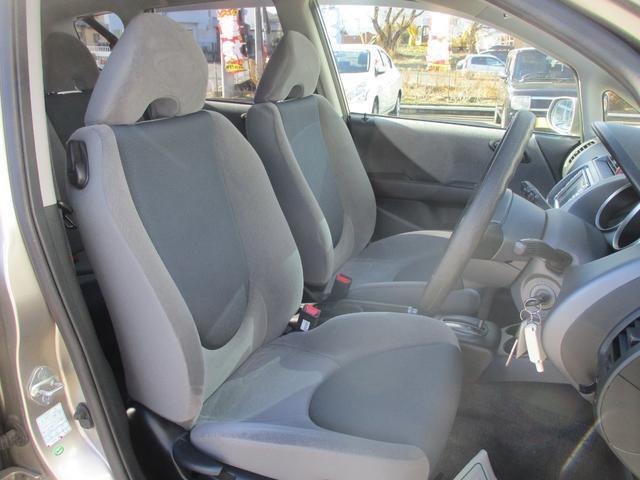 しっかりとしたホールド感と肌触りの良いシート地!程よい硬さで乗りやすく長距離ドライブも疲れにくい設計です♪♪