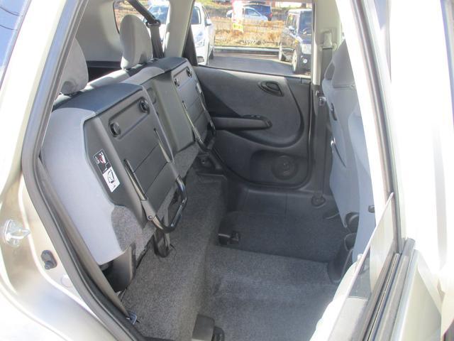 後部座席は自由度の極めて高いアレンジが可能なシート!収納するものや積み込む荷物の形状に合わせてシートを簡単に調整することができる優れもの♪♪