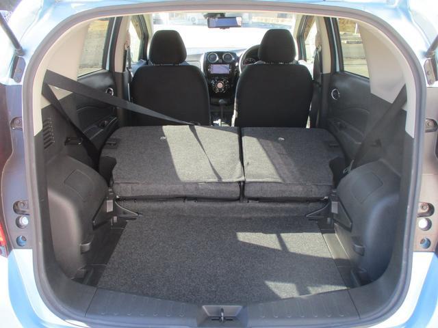 後部座席を倒せばご覧の様に広々荷室に!9型のゴルフバック2個の積載も可能です!