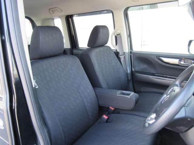 長時間の運転でも疲れにくい仕様のフロントシート!