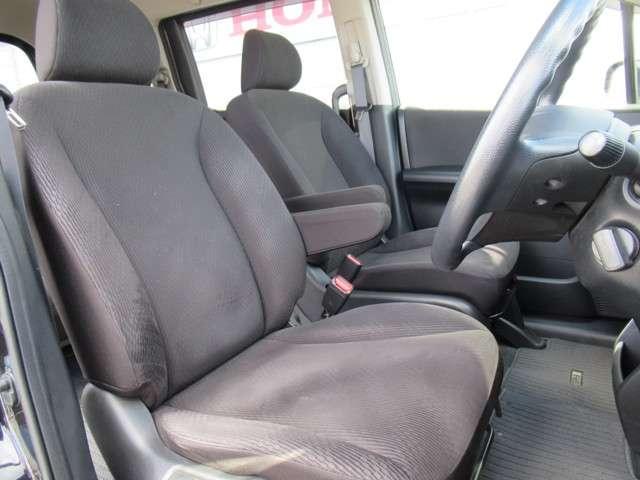 長時間運転しても疲れにくいフロントシート!