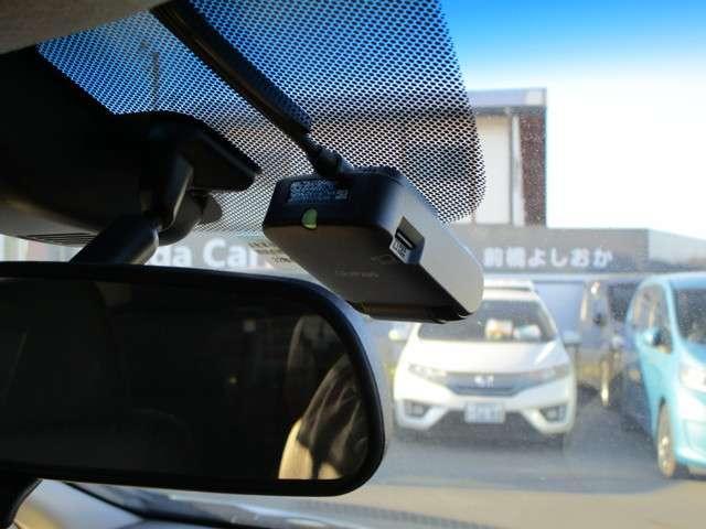 ドライブレコーダーが装備されえいます。万一の時の自己防衛として備えたい装備です。