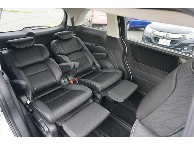 2列目シートはプレミアムクレイドルシートで、包み込まれるようなシートで大変座り心地がよくなっております。