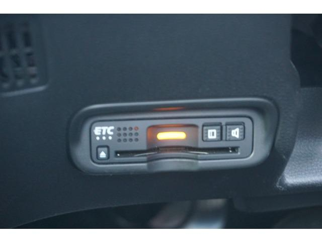 ハイブリッドZ・ホンダセンシング 当社デモカー 8インチ純正ナビ クルーズコントロール 地デジ アイドリングストップ シートヒーター ナビTV ETC メモリーナビ アルミ 盗難防止システム キーレス DVD再生 横滑り防止装置 CD(18枚目)