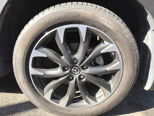 純正の19インチアルミです。履いてるタイヤの残り溝もまだ沢山残っています。