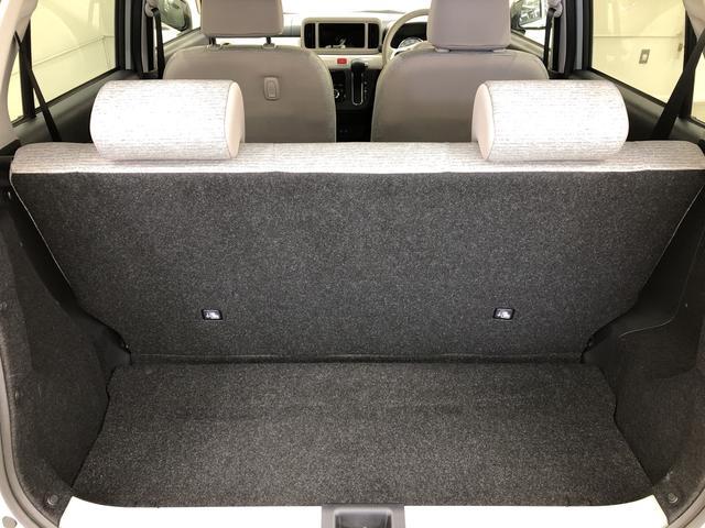 後席を倒せば、広々としたスペースになりお荷物も乗せられます。