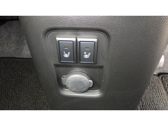 運転席・助手席シートヒーター装備。