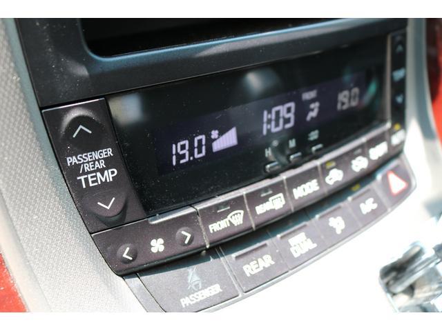 左右温度独立タイプのオートエアコンですので同乗者にも優しいですね!
