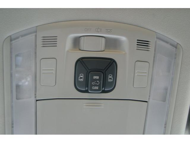 両側電動スライドドアですので室内のスイッチからスライドドアの開閉ができます。
