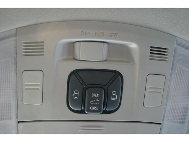 両側電動スライドドアがついてますので、室内のスイッチでスライドドアの開閉できます。サンルーフ
