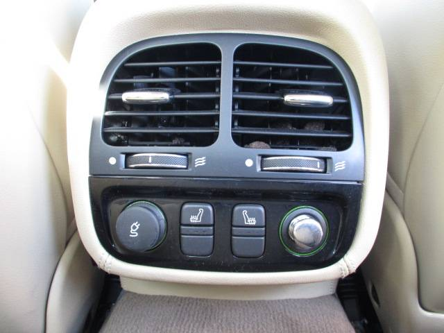 後席のエアコン吹出し口とシートヒータースイッチ!