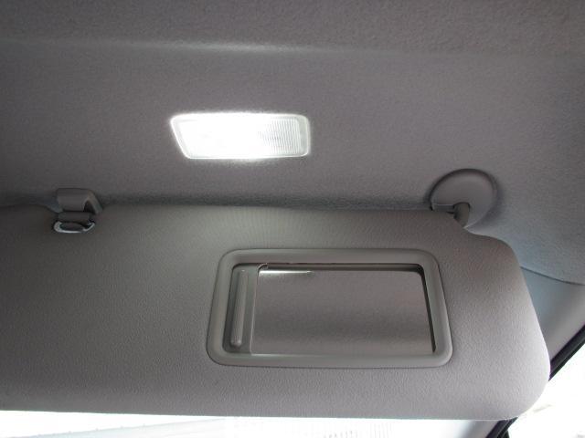 ☆運転席のサンバイザーにあるミラー用の照明もあります☆